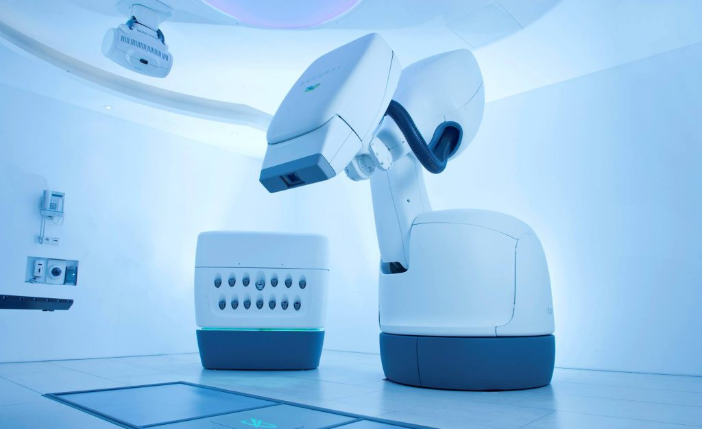 癌の高精度放射線治療「サイバーナイフロボット」