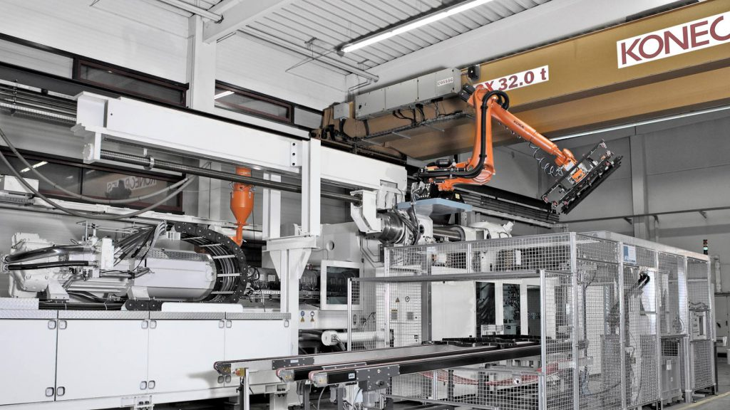 インサート成型機の自動化から次工程切削加工まで対応
