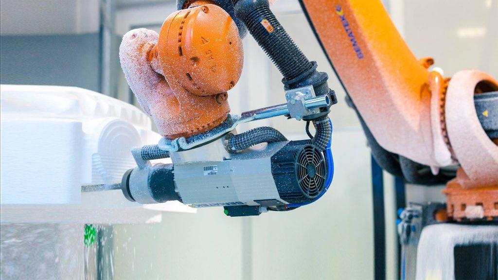 複雑形状切削にも対応したロボットマシニングセンター